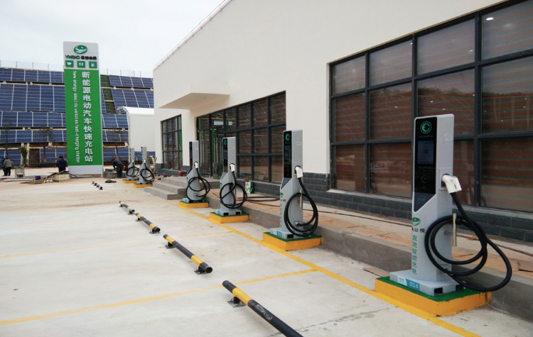 electric vehicles charging; gas stations charging